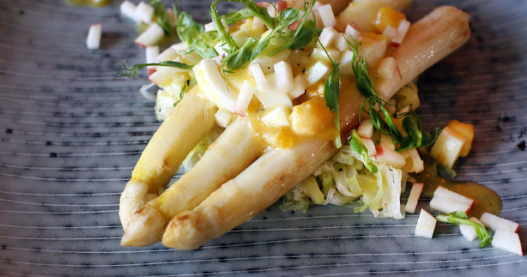 Hvide asparges med porrer og vinaigrette