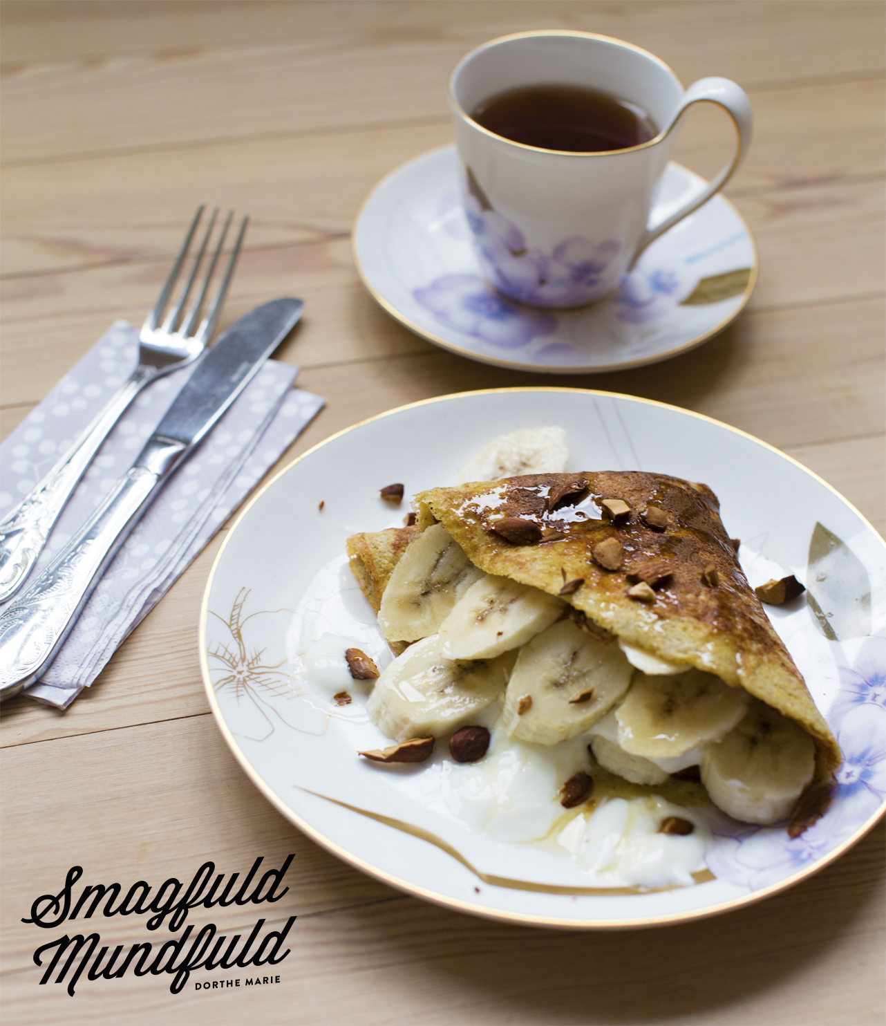 Luxus morgen omelet med banan