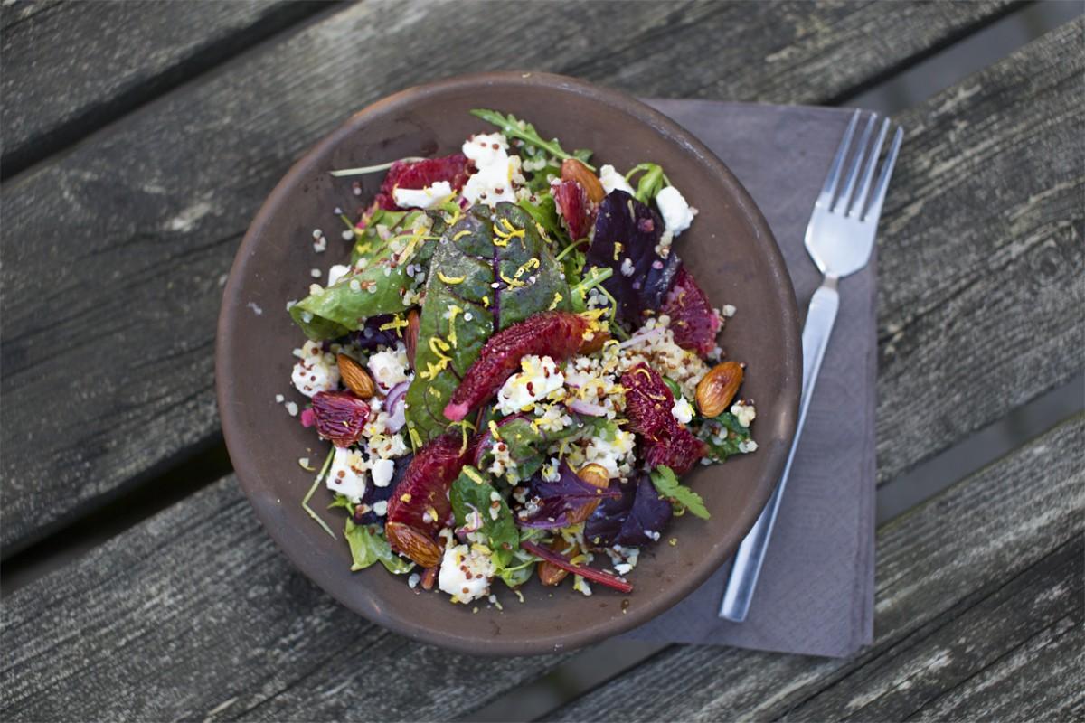 Smuk quinoa salat med blodappelsin