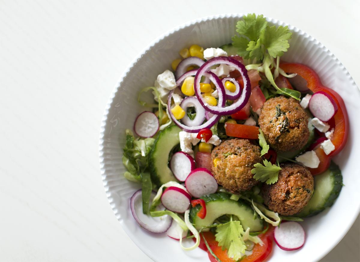 Sprøde falafel med grøntsager