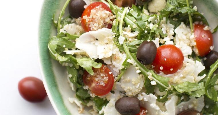 Sensommersalat med blomkål og quinoa