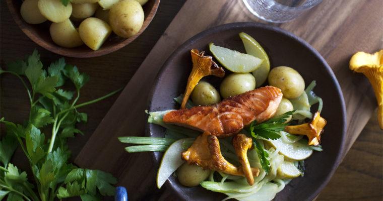 Stegt laks med lun fennikelsalat og kantareller