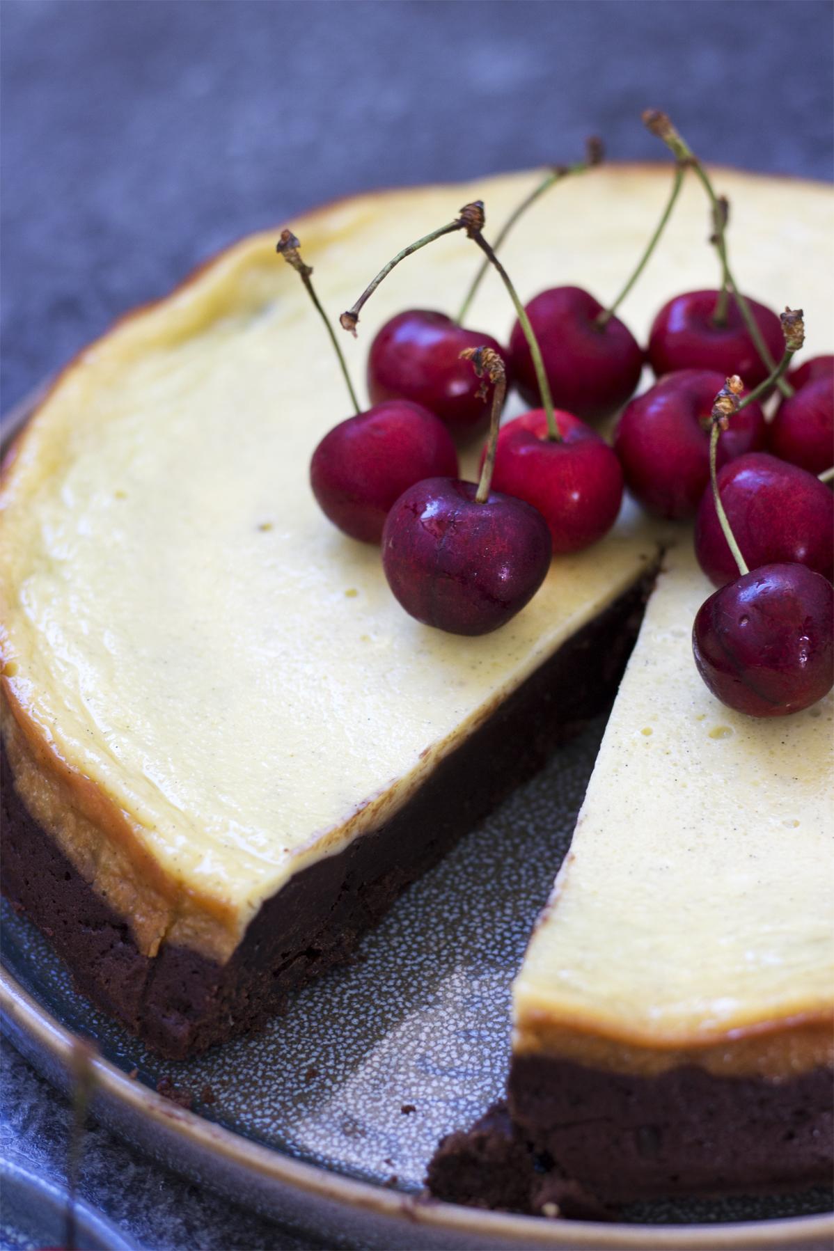 Brownie cheesecake med kirsebær