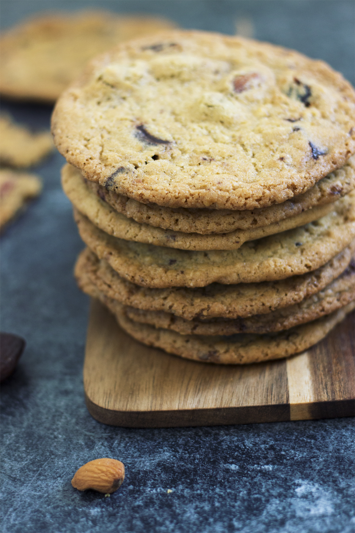 Cookies med mandler, abrikoser og chokolade