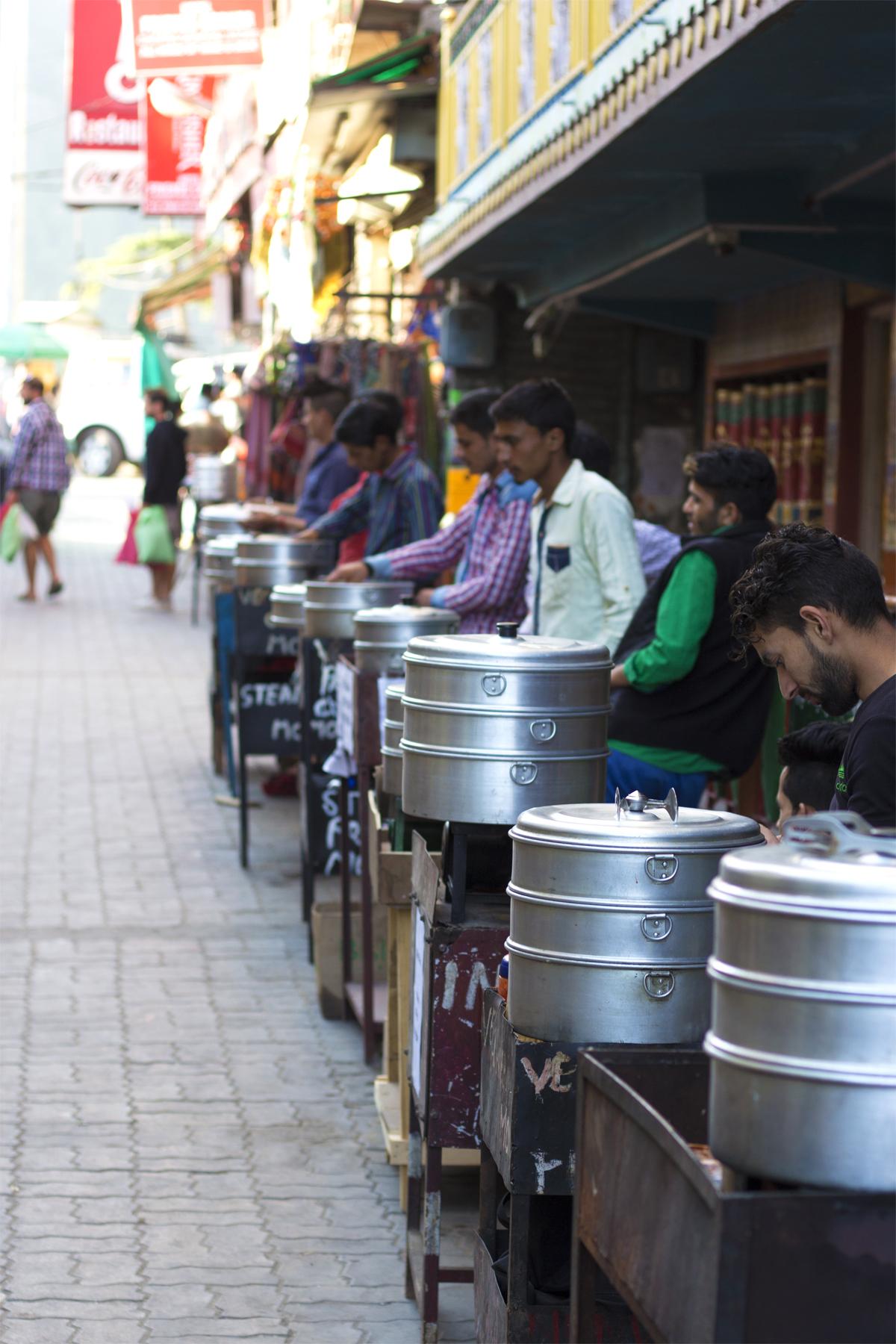 momosælgere i Dharamshala