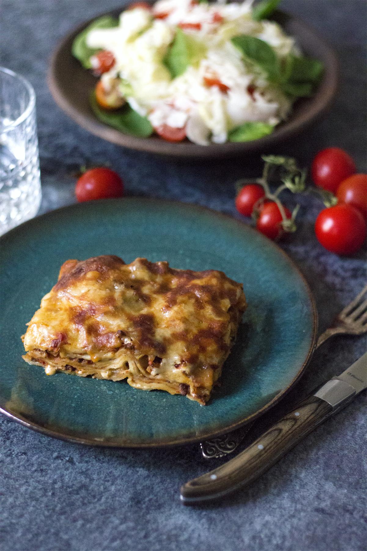 lasagne bolognese og salat