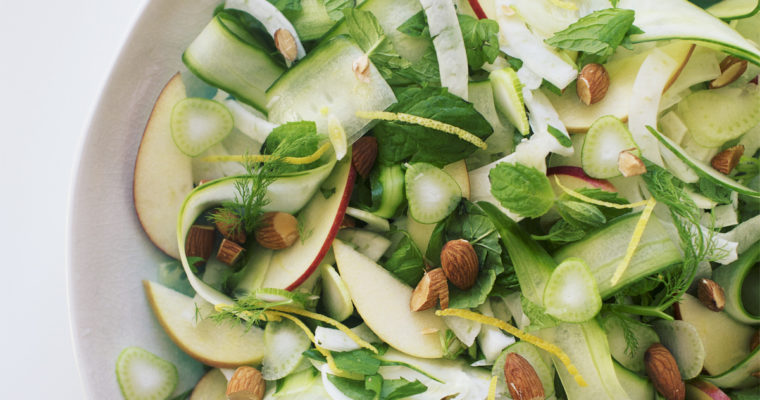 Agurk-fennikel salat med rygeost dressing