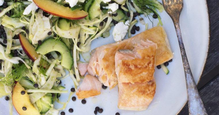 Stegt laks med sprød linsesalat